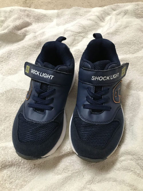 光る靴洗った